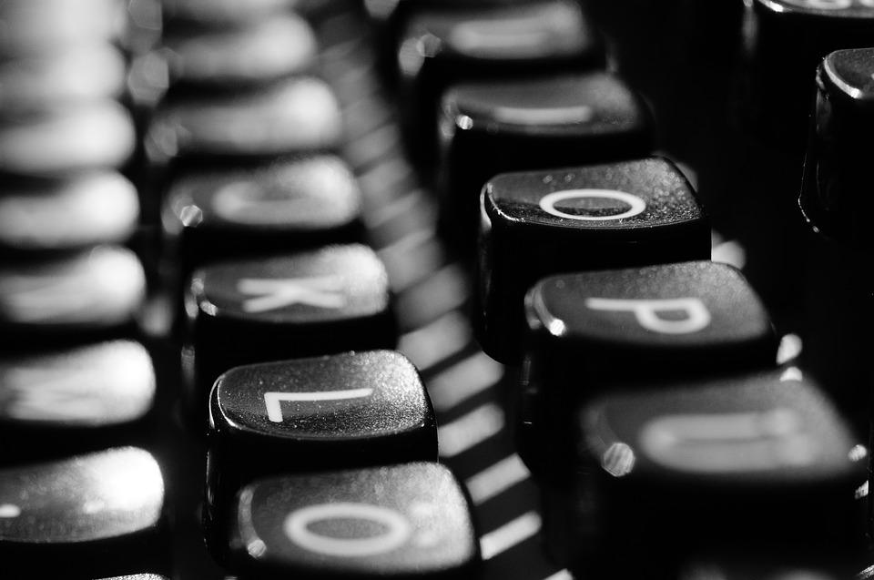typewriter-1156824_960_720